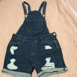 🔥3 for 30$🔥💙🌿 Ripped short jean overalls 🌿💙